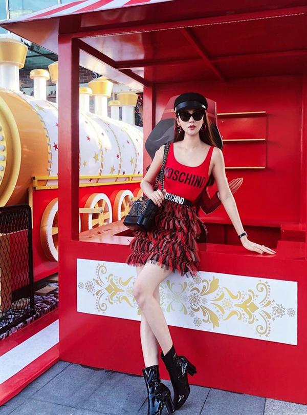 Tóc Tiên, Hương Giang và loạt sao Việt 'tô đậm' Giáng sinh bằng street style sắc màu rực rỡ - Ảnh 9