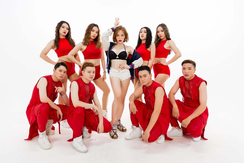 'Cô giáo' của Ngọc Trinh 'nóng bỏng mắt' với tạo hình gợi cảm trong MV debut - Ảnh 1