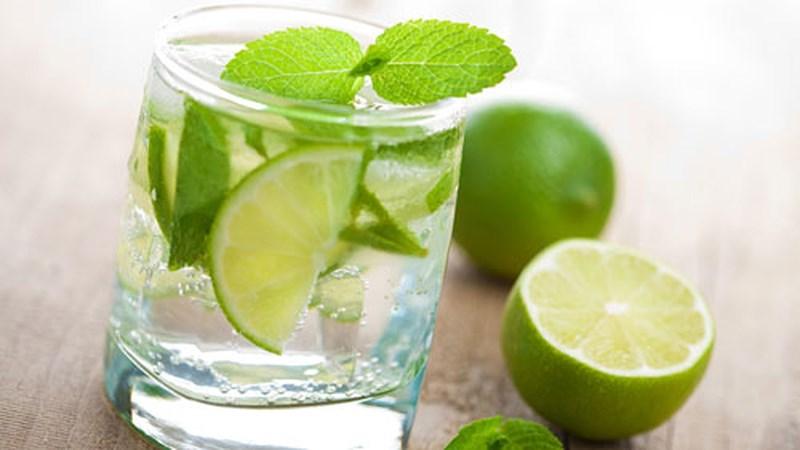 Vào mỗi buổi sáng, hãy uống 1 ly nước chanh để giúp lá gan luôn khỏe mạnh