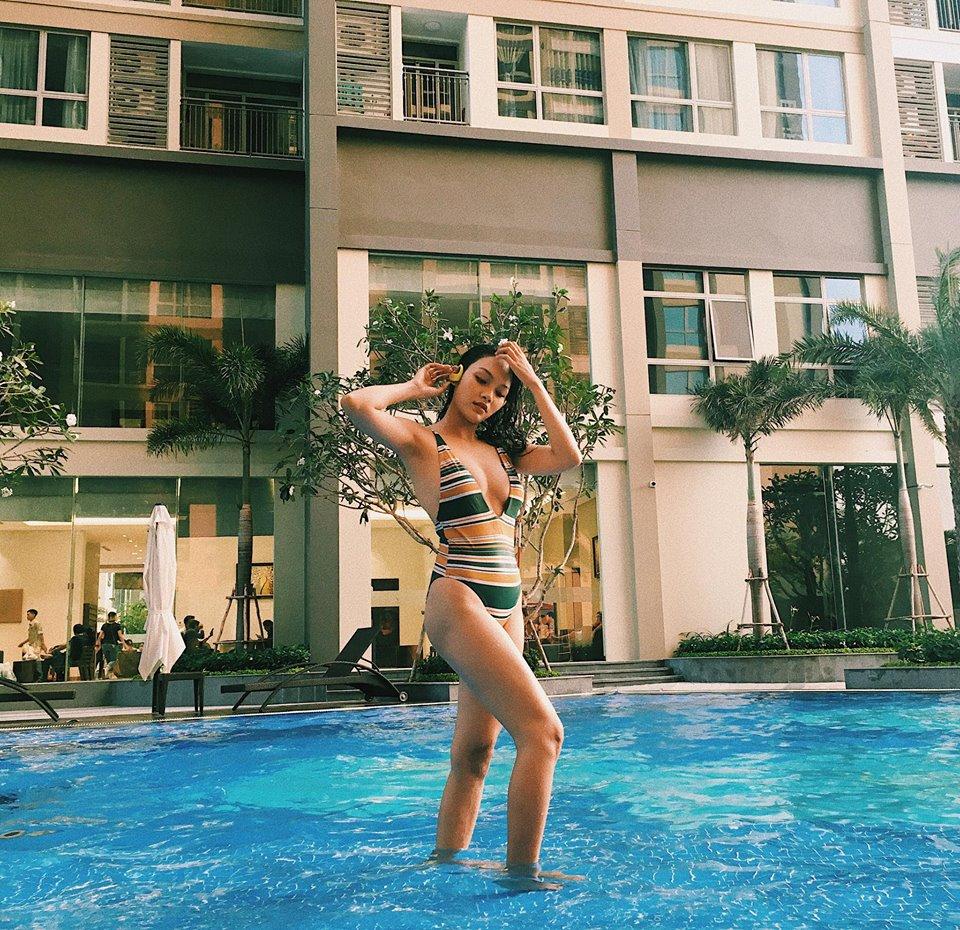 Vóc dáng cân đôi, vòng eo thon gọn luôn là lợi thế của người đẹp trong các bộ bikini sexy. Những hình ảnh này đều nhận được những bình luận khen ngợi từ phía khán giả. Ảnh: FBNV