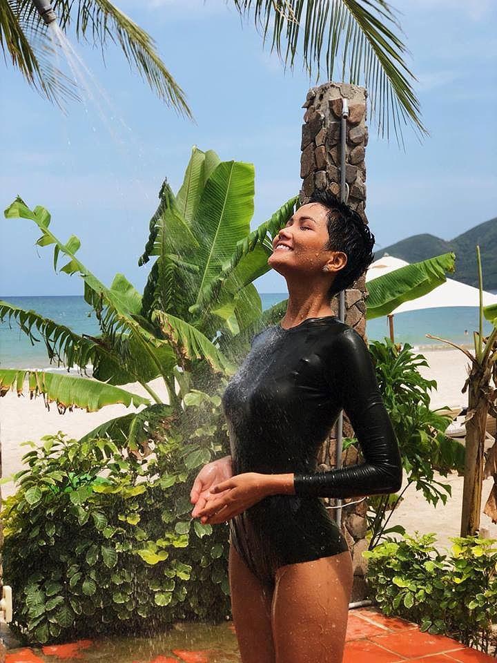 H'Hen Niê có những số đo hoàn hảo để tự tin sải bước trong bikini khi đến với Miss Univeser 2018. Người đẹp sẽ chính thức lên đường vào ngày 29/11 tới. Ảnh: Internet