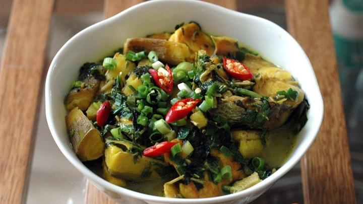 Món lươn om chuối xanh sẽ khiến bữa ăn nhà bạn thêm phong phú và lạ vị