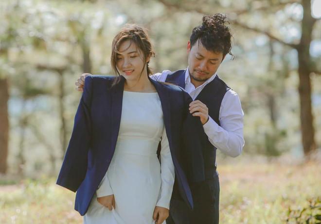 Sau đám cưới, Tiến Đạt khoe ảnh vợ 9X: 'Giấu kỹ lắm rồi mà vẫn bị lộ' - Ảnh 1