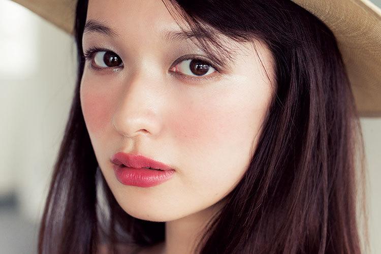 3 kiểu má hồng Hàn Quốc giúp bạn gái xinh xắn tự nhiên trong mùa lễ hội cuối năm - Ảnh 10