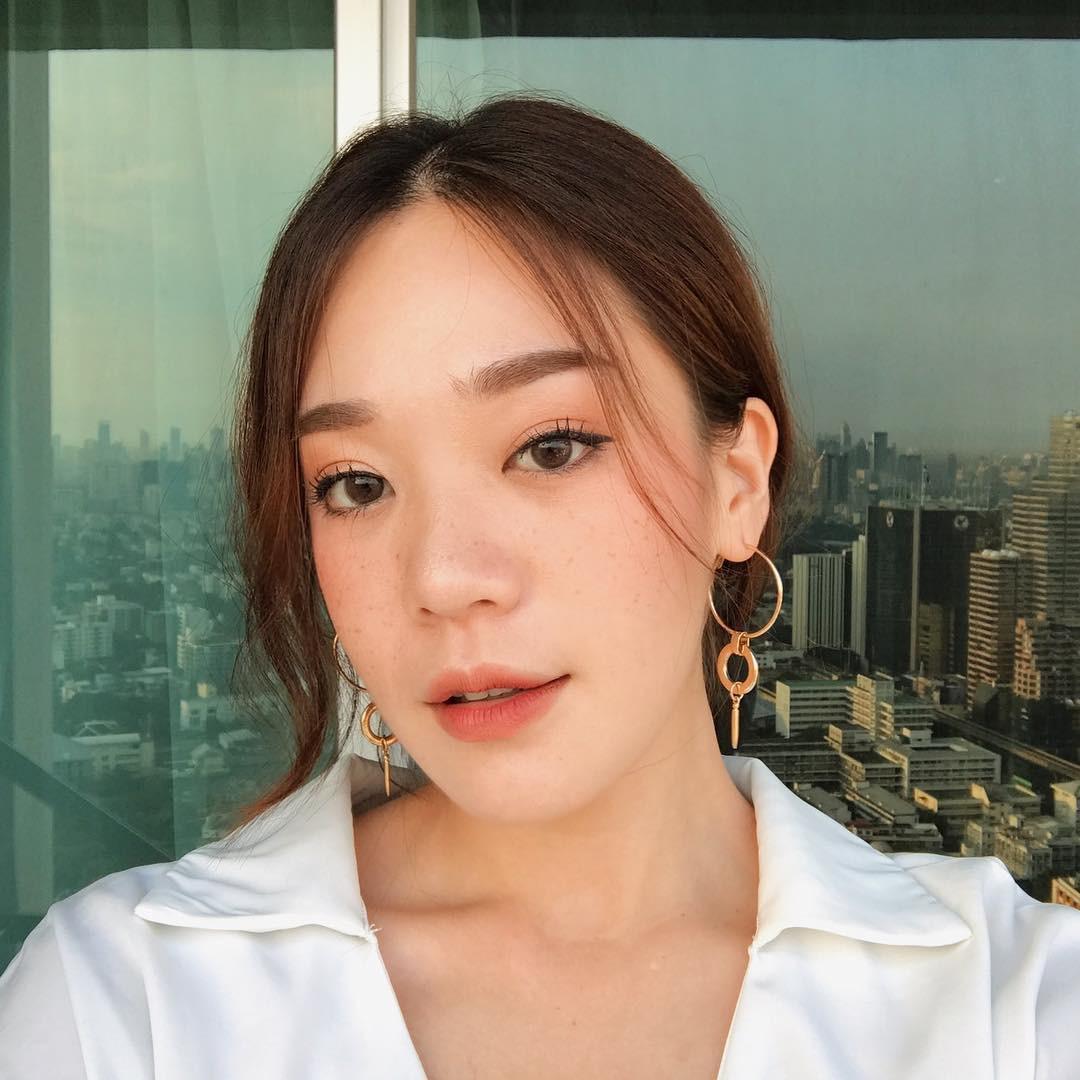 3 kiểu má hồng Hàn Quốc giúp bạn gái xinh xắn tự nhiên trong mùa lễ hội cuối năm - Ảnh 12