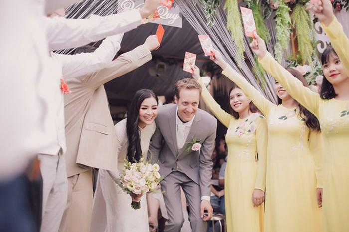 Rời showbiz gần 8 năm, Diệu Thuý trở thành 'Nữ phi công xinh đẹp nhất Việt Nam' - Ảnh 8