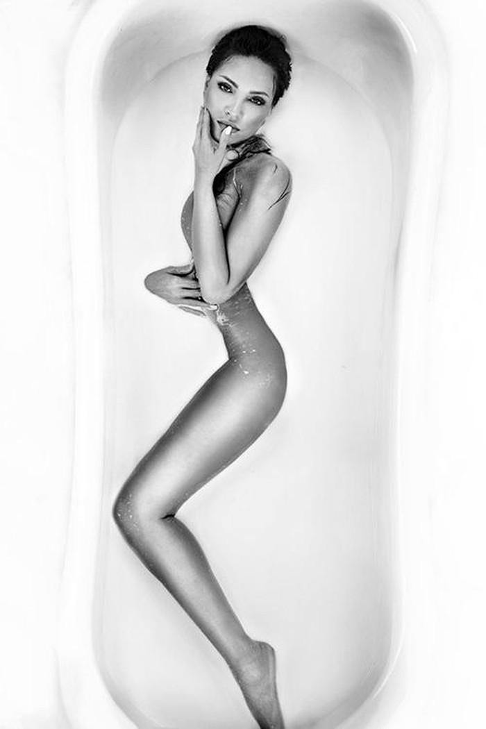 'Bỏng mắt' với loạt ảnh mỹ nhân Việt thi nhau bán nude trong bồn tắm - Ảnh 7