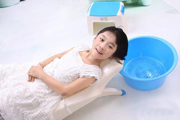 Cha mẹ đã biết chăm sóc tóc cho bé gái đúng cách để con muôn phần tự tin? - Ảnh 3