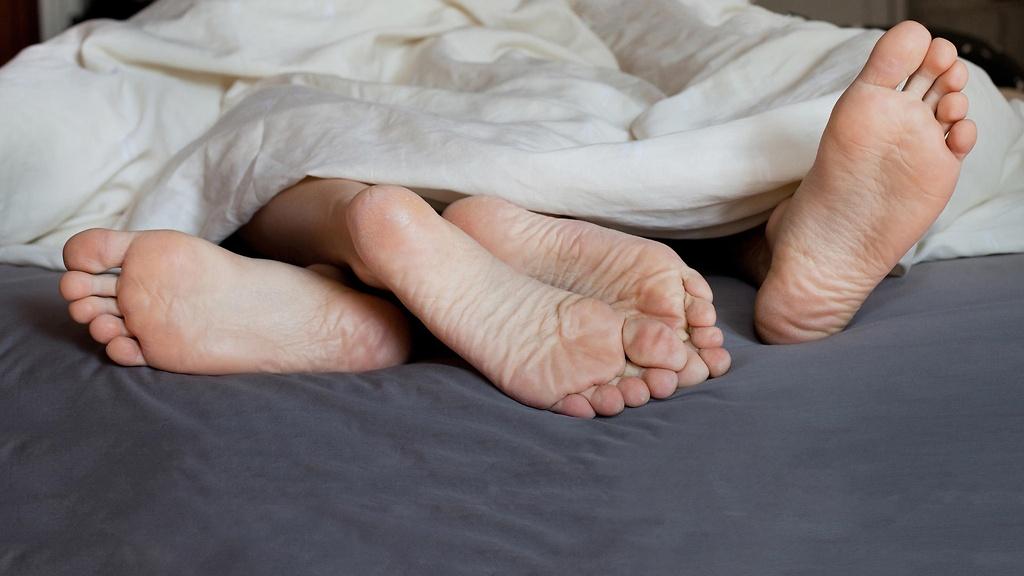 Cơn đau trong khi quan hệ có thể làm phụ nữ rơi nước mắt