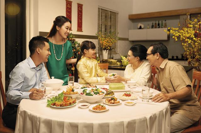 Những nguyên tắc vàng trong ăn uống các gia đình không nên bỏ qua để ăn Tết an toàn trong mùa dịch COVID- 19 - Ảnh 1