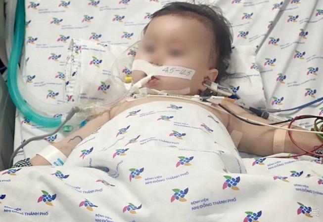 Bé gái 15 tháng tuổi bị tay chân miệng biến chứng nguy kịch, 3 dấu hiệu cảnh báo giai đoạn năng bố mẹ không nên bỏ qua - Ảnh 1