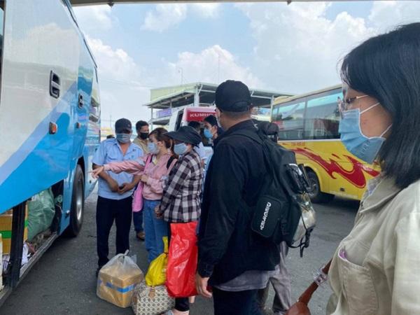 TP.HCM tạm ngưng toàn bộ xe khách đi các tỉnh có dịch COVID-19 từ ngày mai 13-5 - Ảnh 1