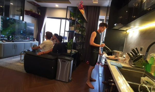 Căn hộ của Ngô Kiến Huy: Đơn giản những không thua kém ai trong showbiz, bước vào khu bếp mới trầm trồ - Ảnh 7