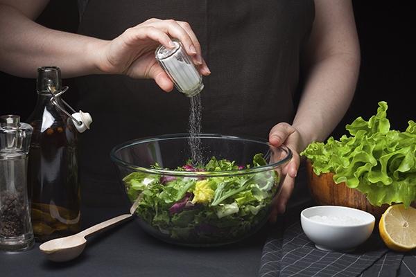 Lại thêm một loại gia vị được xem là 'độc dược' không nên ăn nhiều trong mùa lạnh - Ảnh 1