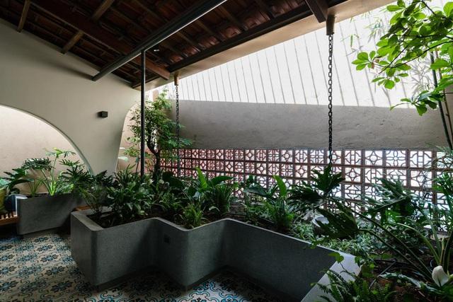 Mê mẩn nhà mái gỗ tuyệt đẹp, có sân thượng xanh mướt đủ loại cây ở Vũng Tàu - Ảnh 12