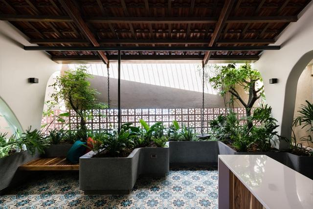 Mê mẩn nhà mái gỗ tuyệt đẹp, có sân thượng xanh mướt đủ loại cây ở Vũng Tàu - Ảnh 13
