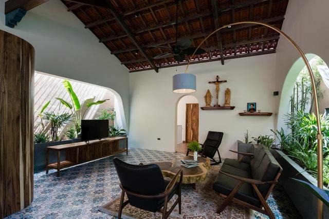 Mê mẩn nhà mái gỗ tuyệt đẹp, có sân thượng xanh mướt đủ loại cây ở Vũng Tàu - Ảnh 4