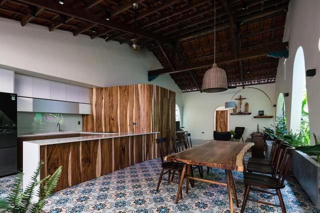 Mê mẩn nhà mái gỗ tuyệt đẹp, có sân thượng xanh mướt đủ loại cây ở Vũng Tàu - Ảnh 5