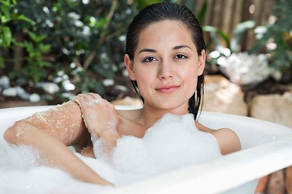 4 sai lầm 'chết người' không bao giờ được mắc phải khi tắm, điều số 3, số 4 rất nhiều người mắc phải - Ảnh 2