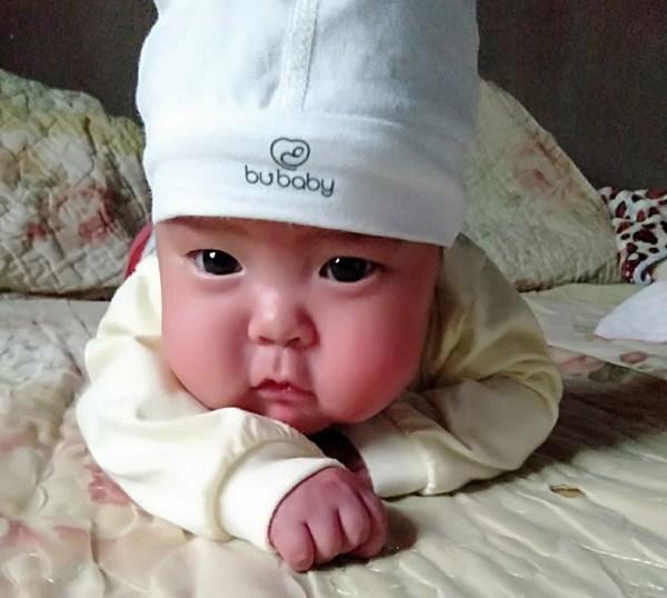 Em bé sơ sinh nhẹ cân nhất Việt Nam đón cái Tết đầu tiên với sự thay đổi bất ngờ - Ảnh 2