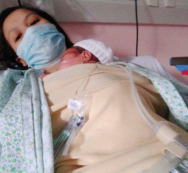 Em bé sơ sinh nhẹ cân nhất Việt Nam đón cái Tết đầu tiên với sự thay đổi bất ngờ - Ảnh 5