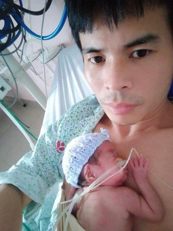 Em bé sơ sinh nhẹ cân nhất Việt Nam đón cái Tết đầu tiên với sự thay đổi bất ngờ - Ảnh 6
