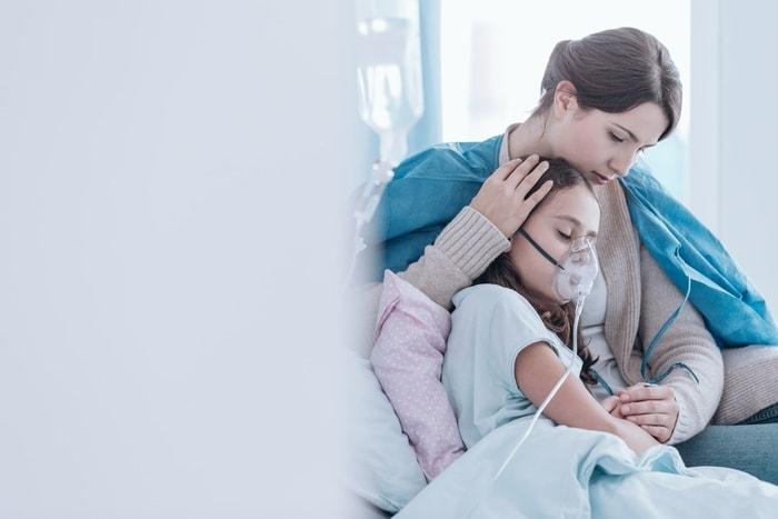 Nếu thấy con có những dấu hiệu bất thường này thì hãy đưa đến bệnh viện kiểm tra ngay vì khả năng mắc bệnh ung thư rất cao - Ảnh 1