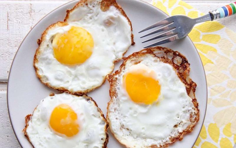 Trứng rất tốt nhưng 4 nhóm người này chớ dại ăn kẻo hối không kịp - Ảnh 2