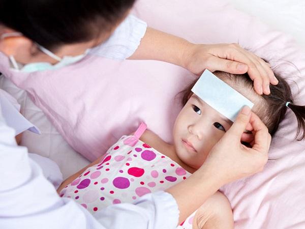 5 cách hạ sốt cho trẻ tại nhà an toàn tuyệt đối, hiệu quả bất ngờ mẹ nào cũng nên biết để áp dụng - Ảnh 1