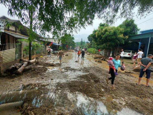 Lũ ống trong đêm ở Lào Cai, ít nhất 2 người chết, 1 người mất tích - Ảnh 1