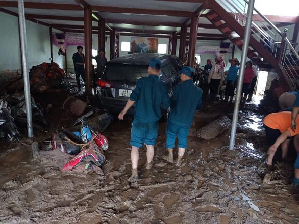 Lũ ống trong đêm ở Lào Cai, ít nhất 2 người chết, 1 người mất tích - Ảnh 5