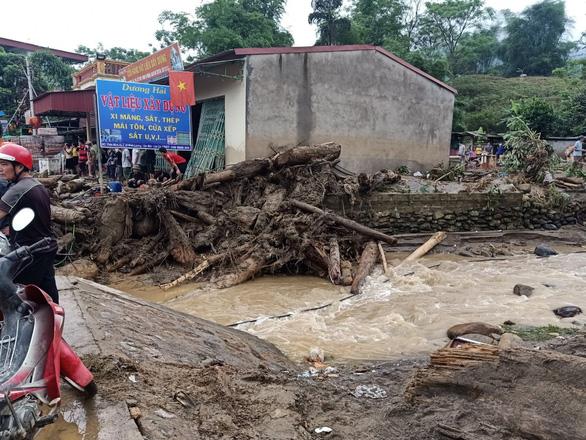 Lũ ống trong đêm ở Lào Cai, ít nhất 2 người chết, 1 người mất tích - Ảnh 6