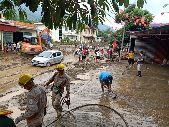Lũ ống trong đêm ở Lào Cai, ít nhất 2 người chết, 1 người mất tích - Ảnh 7