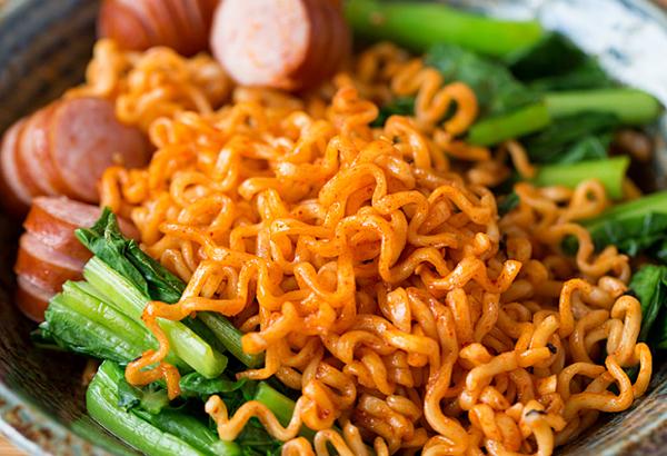 Nấu mỳ tôm cho ngay vào nồi là sai, đây là cách nấu vừa ngon vừa tăng thêm dinh dưỡng - Ảnh 2