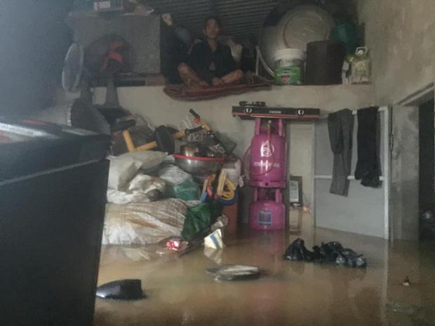 Gia đình 6 người mắc kẹt trong nhà khuất tầm nhìn, thanh niên lên mạng cầu cứu - Ảnh 2