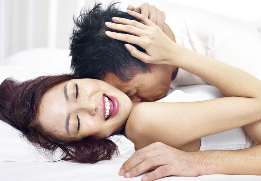 'Đổi gió' với 'kiểu yêu' mới, chồng khiến vợ bị viêm nhiễm quanh năm, 'hỏng tử cung' thậm chí dễ gây vô sinh - Ảnh 1