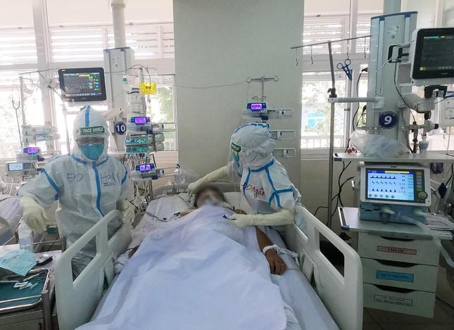 Cuộc chiến điều trị bệnh nhân COVID-19 nặng trong Bệnh viện Chợ Rẫy - Ảnh 2