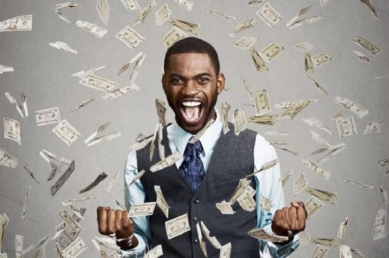 Cô gái số nhọ vừa đòi chia tay, bạn trai phát hiện trúng số 93 tỷ đồng - Ảnh 1