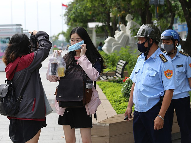 """Hà Nội: Người không đeo khẩu trang nơi công cộng sẽ bị phạt """"nguội"""" từ 1-3 triệu đồng - Ảnh 2"""