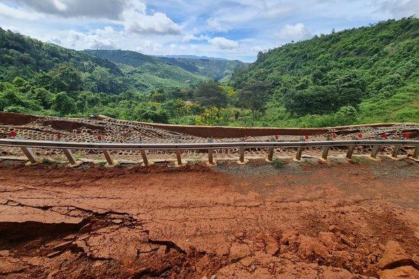 Đường du lịch gần 30 tỷ ở Đắk Nông sạt lở như bị động đất - Ảnh 3