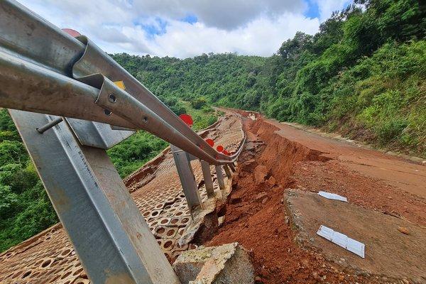 Đường du lịch gần 30 tỷ ở Đắk Nông sạt lở như bị động đất - Ảnh 4