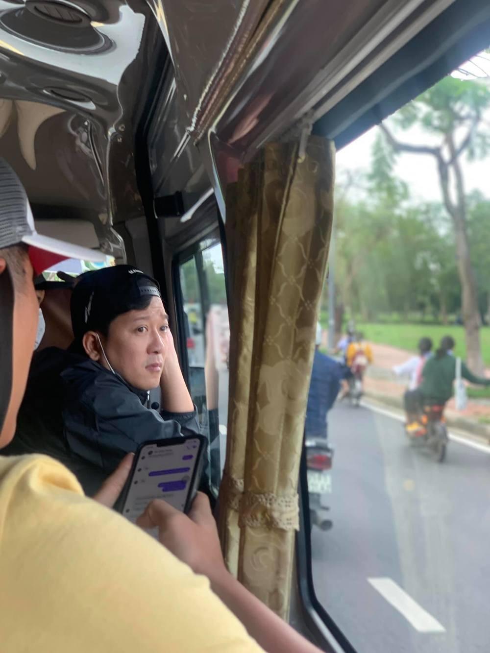 Trường Giang - Nhã Phương để con gái ở nhà, ra miền Trung cứu trợ - Ảnh 4