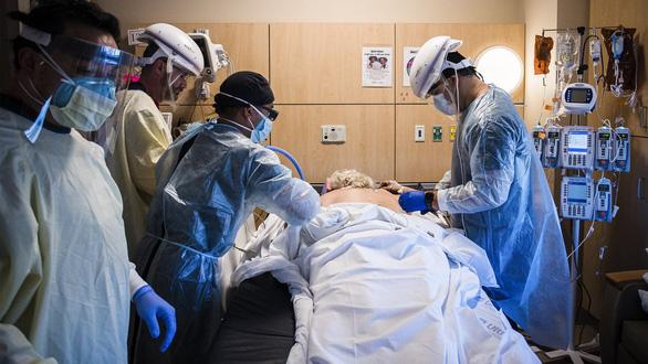 Các bác sĩ kể về cái chết của bệnh nhân COVID-19: Khủng khiếp chưa từng thấy - Ảnh 1