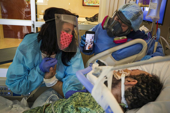 Các bác sĩ kể về cái chết của bệnh nhân COVID-19: Khủng khiếp chưa từng thấy - Ảnh 2