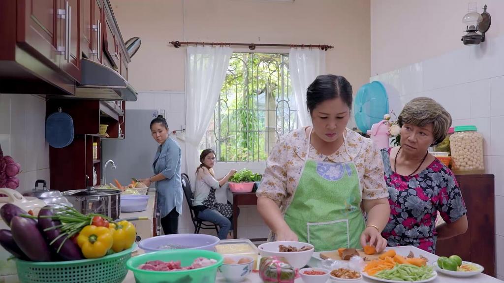 Cùng Hồng Vân và hot vlog Quỳnh Trần JP học cách ăn ngon lại không thừa cholesterol - Ảnh 1