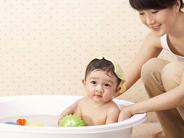 3 sai lầm của mẹ sau khi sinh khiến con còi cọc, chậm phát triển - Ảnh 1