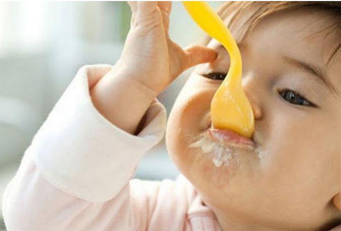Váng sữa nhiều chất béo, nhưng cho ăn sai cách sẽ gây hại cho bé - Ảnh 2