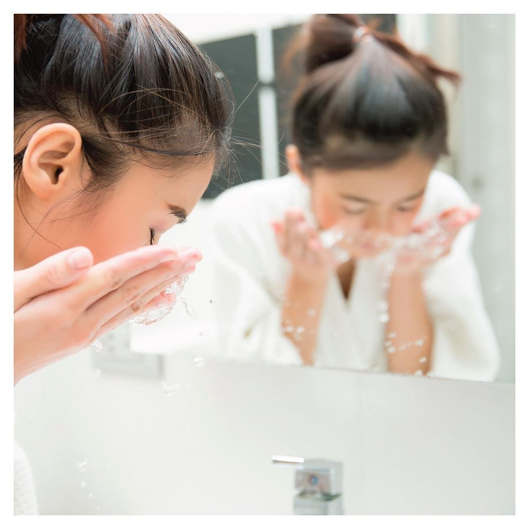 Áp dụng QUY TẮC 60 GIÂY khi rửa mặt, sau 1 tháng da MƯỚT MƯỢT NHƯ NHUNG chẳng cần tốn tiền triệu mua mỹ phẩm đắt tiền - Ảnh 1