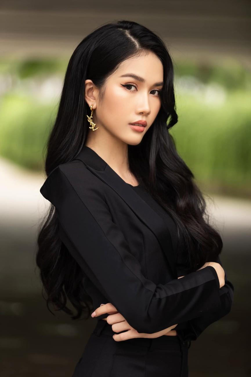 Á hậu Phương Anh mặc áo crop-top khoe vòng eo 'con kiến' - Ảnh 5