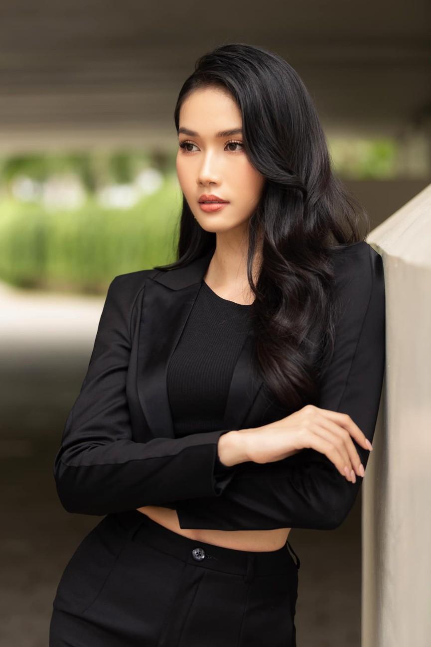 Á hậu Phương Anh mặc áo crop-top khoe vòng eo 'con kiến' - Ảnh 6